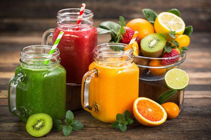 Bild mit Fruchtsmoothies